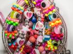 Modeschmuck: Wie Urheberrecht und wettbewerbsrechtlicher Leistungsschutz bei Nachahmungen helfen